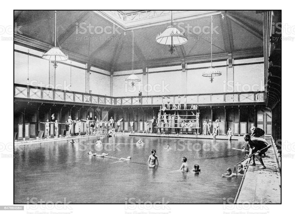 Anciennes photographies de Londres: leçon de natation dans les bains publics de Kensington - Photo