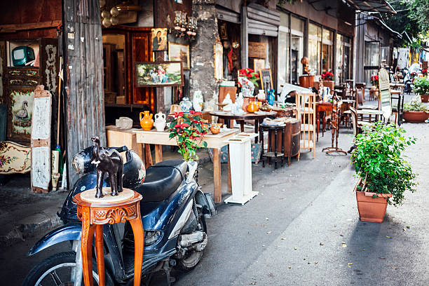 Antique market in Palermo - Il Mercato delle Pulci. Palermo, Sicily, Italy - December 28, 2015: Shops still open on lazy afternoon at famous antique market - Il Mercato delle Pulci. mercato stock pictures, royalty-free photos & images