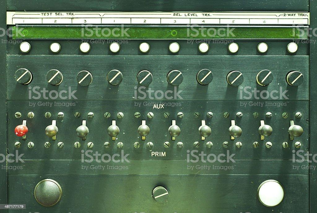 Transmissor de rádio militar antigo painel de controle. - foto de acervo