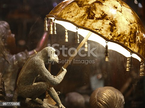 Monkey Holding Umbrella Statue Lamp
