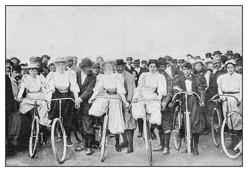 Antique photo: Bicycle women