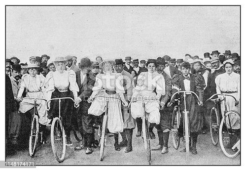 Antique photo: Bicycle women