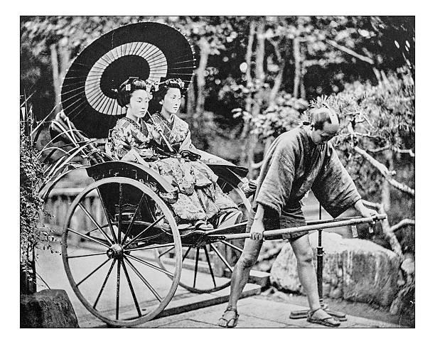 alte foto von japanischen jinricksha ende des 19. jahrhunderts - malerei schuhe stock-fotos und bilder