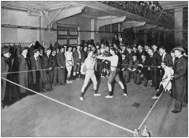 fotografia antica dell'impero britannico: boxe al regent street polytechnic - antico vecchio stile foto e immagini stock