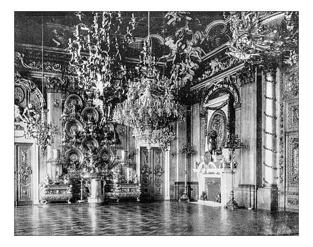 alte foto der halle der ritter (berlin königlicher palast) - alten kronleuchter stock-fotos und bilder