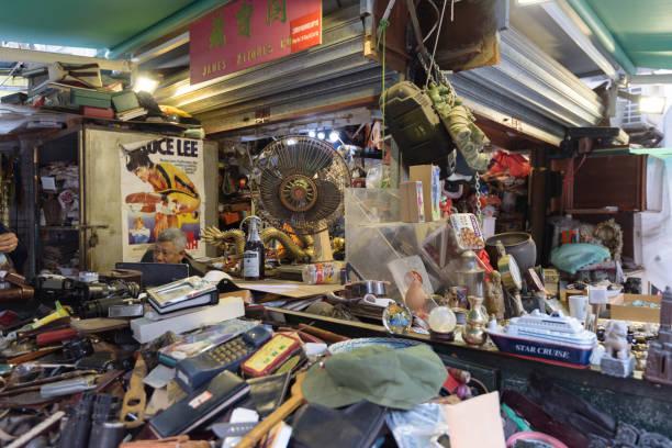 Loja de antiguidades em gato de rua em Hong Kong, - foto de acervo