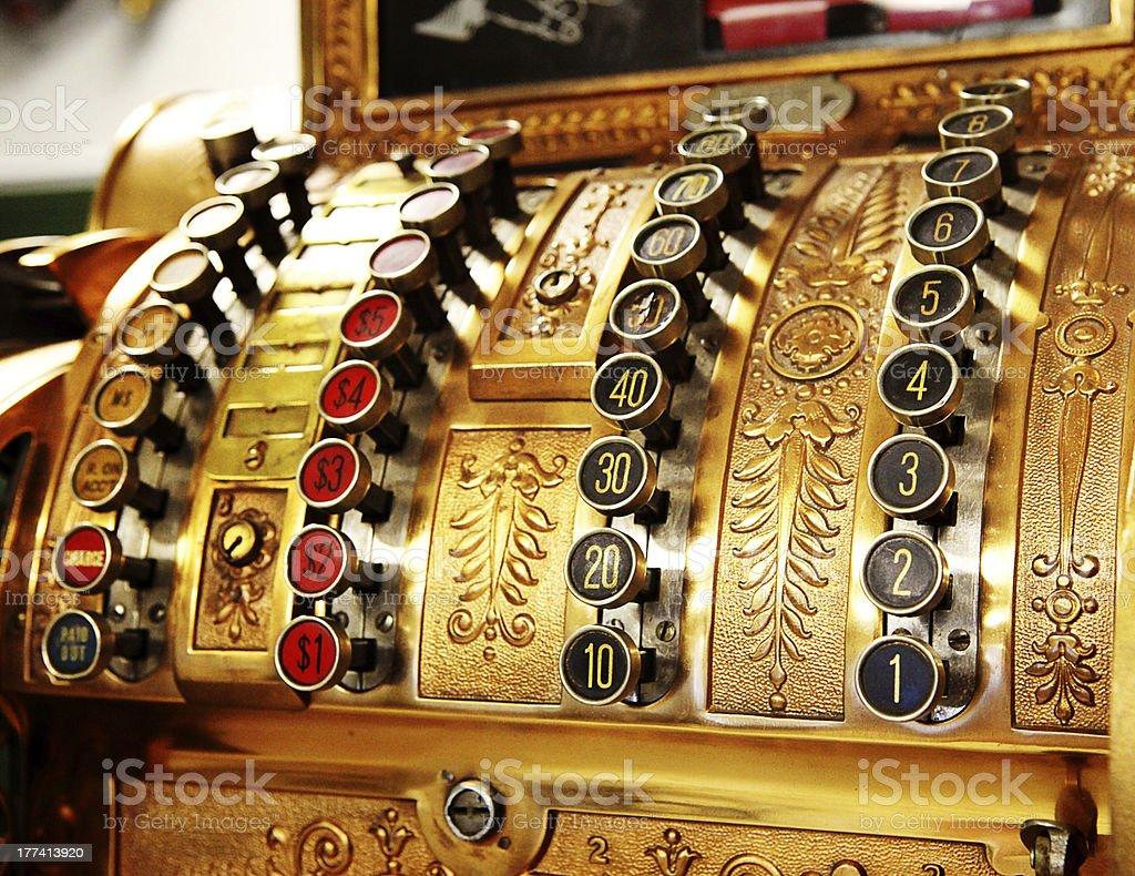 Loja de antiguidades botões perto de caixa registradora - foto de acervo