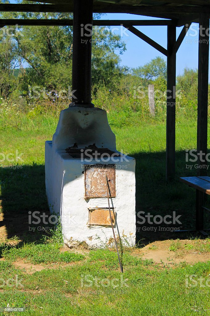 Antique stove in the yard in Ukraine photo libre de droits