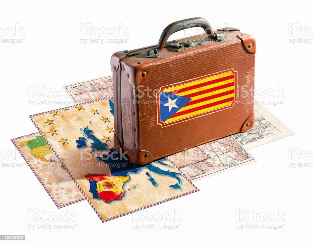 Antiga mala com bandeira da Catalunha em mapas diferentes - foto de acervo
