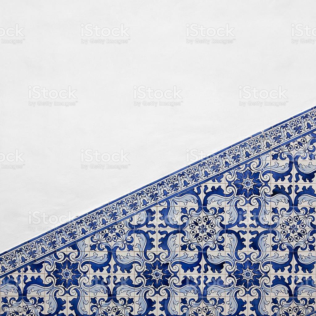 Antigo parede de Azulejo - fotografia de stock