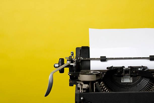Máquina de escrever antiga - foto de acervo