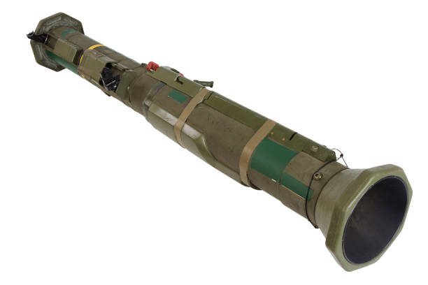 Lanzagranadas antitanque cohete propulsado aislado en blanco - foto de stock