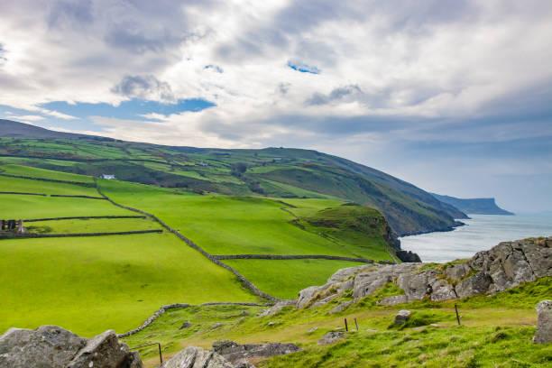 côte d'antrim, irlande - irlande photos et images de collection