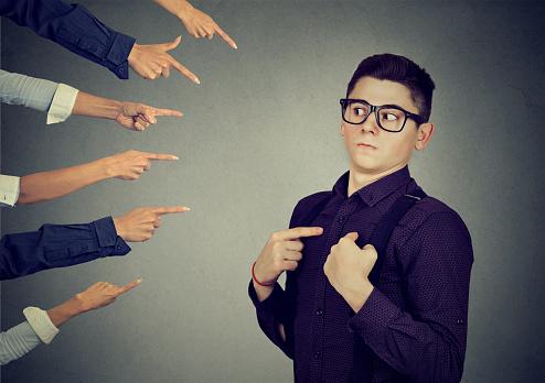 Anxious Man Judged Blamed By People Pointing Fingers At Him Foto de stock y más banco de imágenes de Abuso