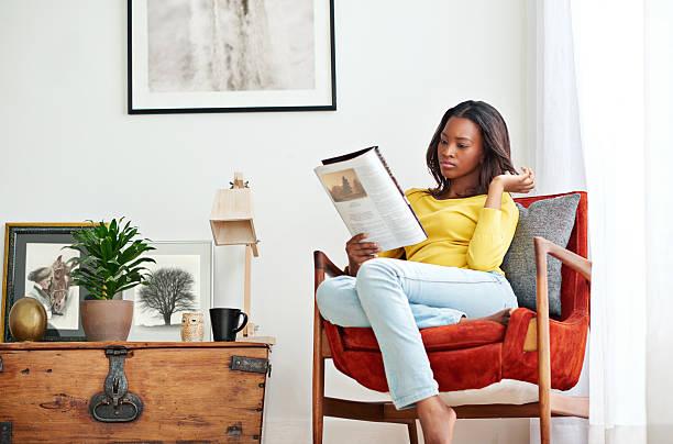 anything good today... - woman home magazine stockfoto's en -beelden