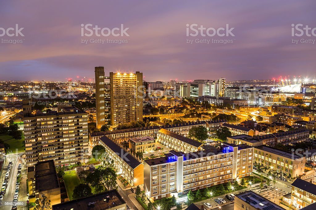 Apartment buildings in East London at night – Foto