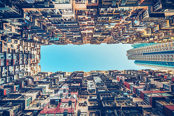 los edificios de apartamentos en hong kong, china - hong kong fotografías e imágenes de stock