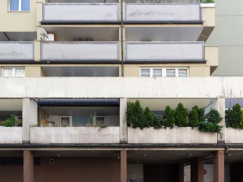 Appartementsgebouwen Met Terras In Wenen Stockfoto en meer beelden van Afdalen