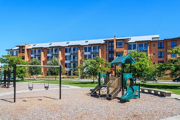 apartment-komplex - spielplatz design stock-fotos und bilder