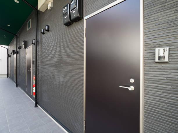 アパートメントのエントランス - 玄関 ストックフォトと画像