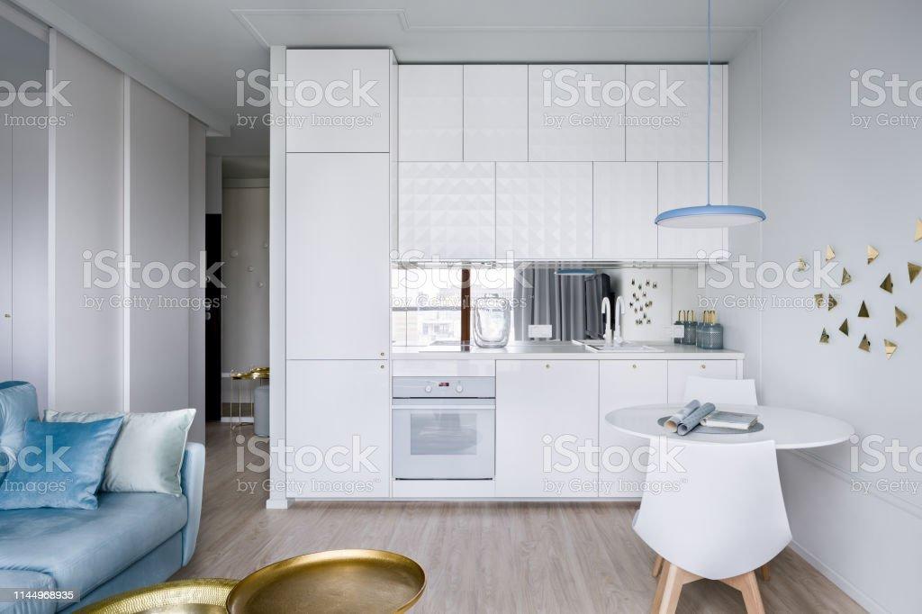 Wohnung Mit Offener Kuche Stockfoto Und Mehr Bilder Von Arbeitsplatte Istock
