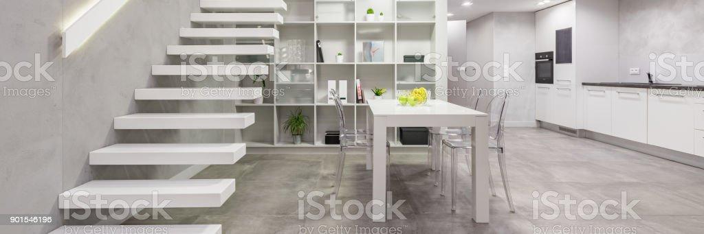 Wohnung Mit Weisse Treppe Stockfoto Und Mehr Bilder Von