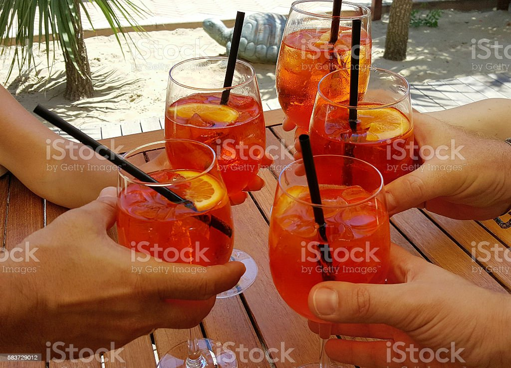 aperitifs with delicious cocktail in the beach - foto stock