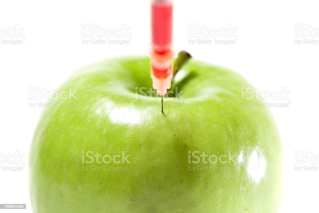Apfel mit Spritze stock photo