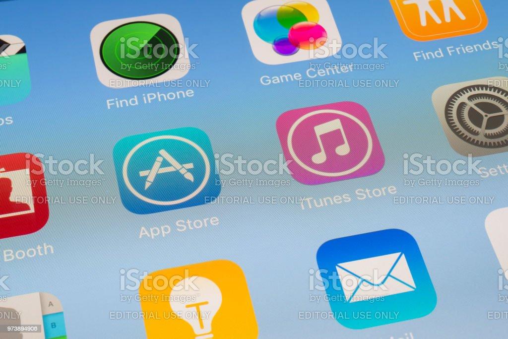 App Store, iTunes Store e outros Apps da Apple na tela do iPad - foto de acervo