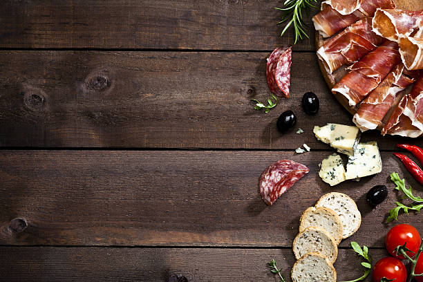 appetizer border on rustic wood table - antipasto stock-fotos und bilder