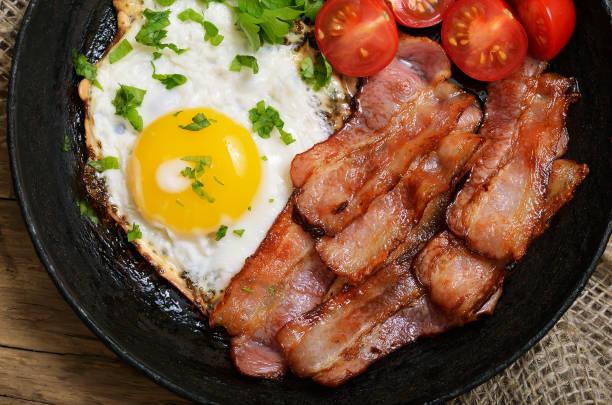 전채와 베이컨 계란 볶음 - 베이컨 뉴스 사진 이미지