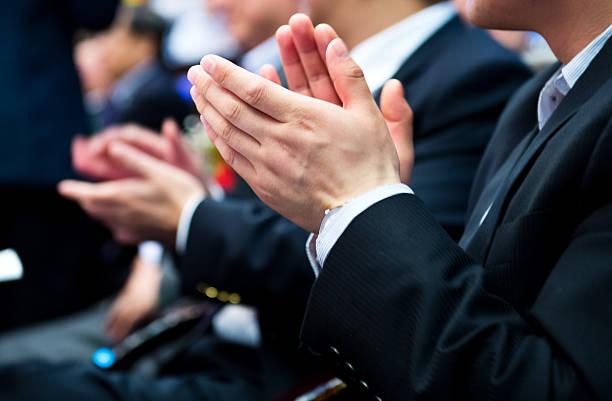 Applaudieren im Meetingraum – Foto
