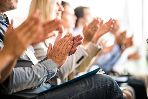 applauding on a business seminar! - applaudire foto e immagini stock