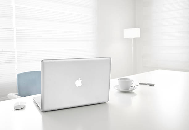 Apple 17inch macbook pro and magic mouse in office picture id472115739?b=1&k=6&m=472115739&s=612x612&w=0&h=znpdrr72xgcqkd33mh6gq1w5irif0nd3xjilys57ygi=