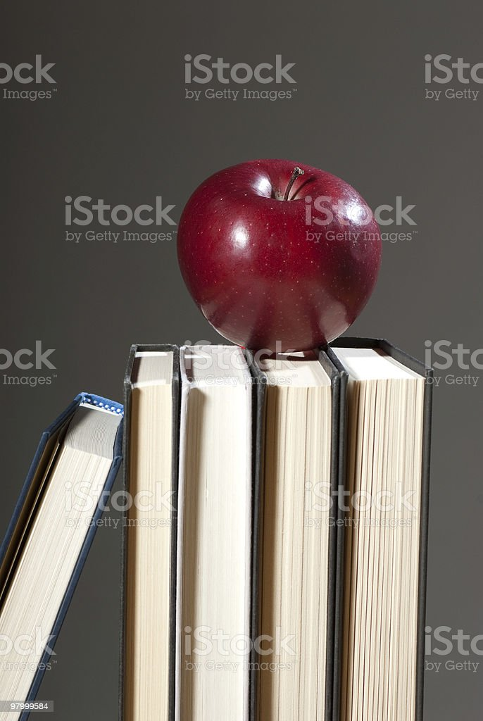 Apple and Books royalty free stockfoto