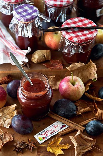 apple und pflaume jam mit vanille - ingwermarmelade stock-fotos und bilder