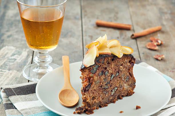 kuchen und apple cider - apfelweinkuchen stock-fotos und bilder