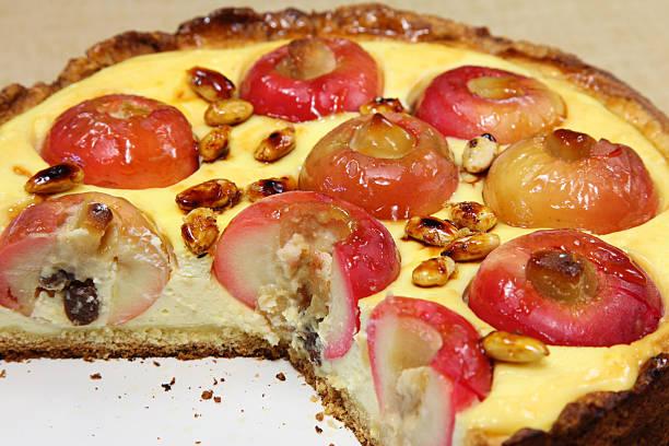 apple-kuchen - apfel marzipan kuchen stock-fotos und bilder