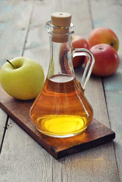 Apple cider vinegar Apple cider vinegar in glass bottle and  fresh apples apple cider vinegar stock pictures, royalty-free photos & images