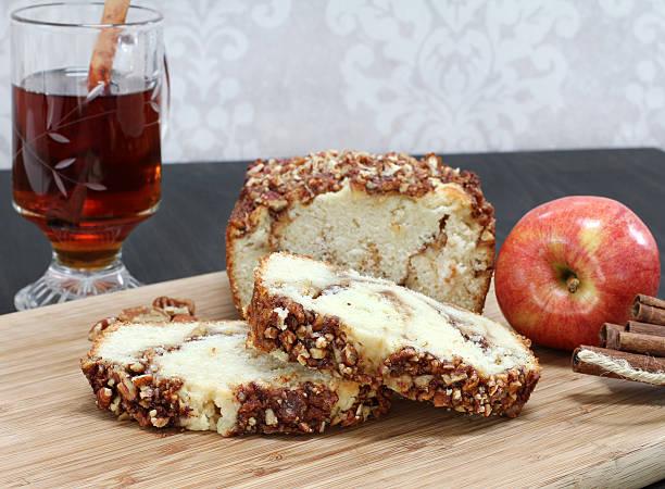 apple, cinnamon pound cake with a pecan topping.  copy space - apfelweinkuchen stock-fotos und bilder