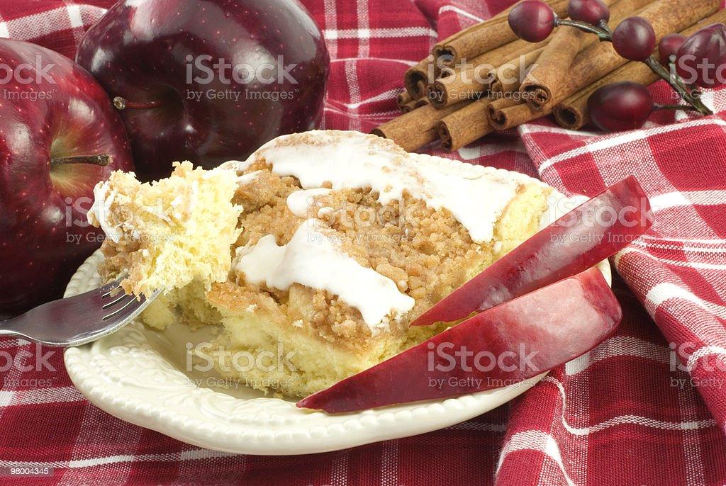 Bolo de café e farofa doce de maçã e canela - foto de acervo