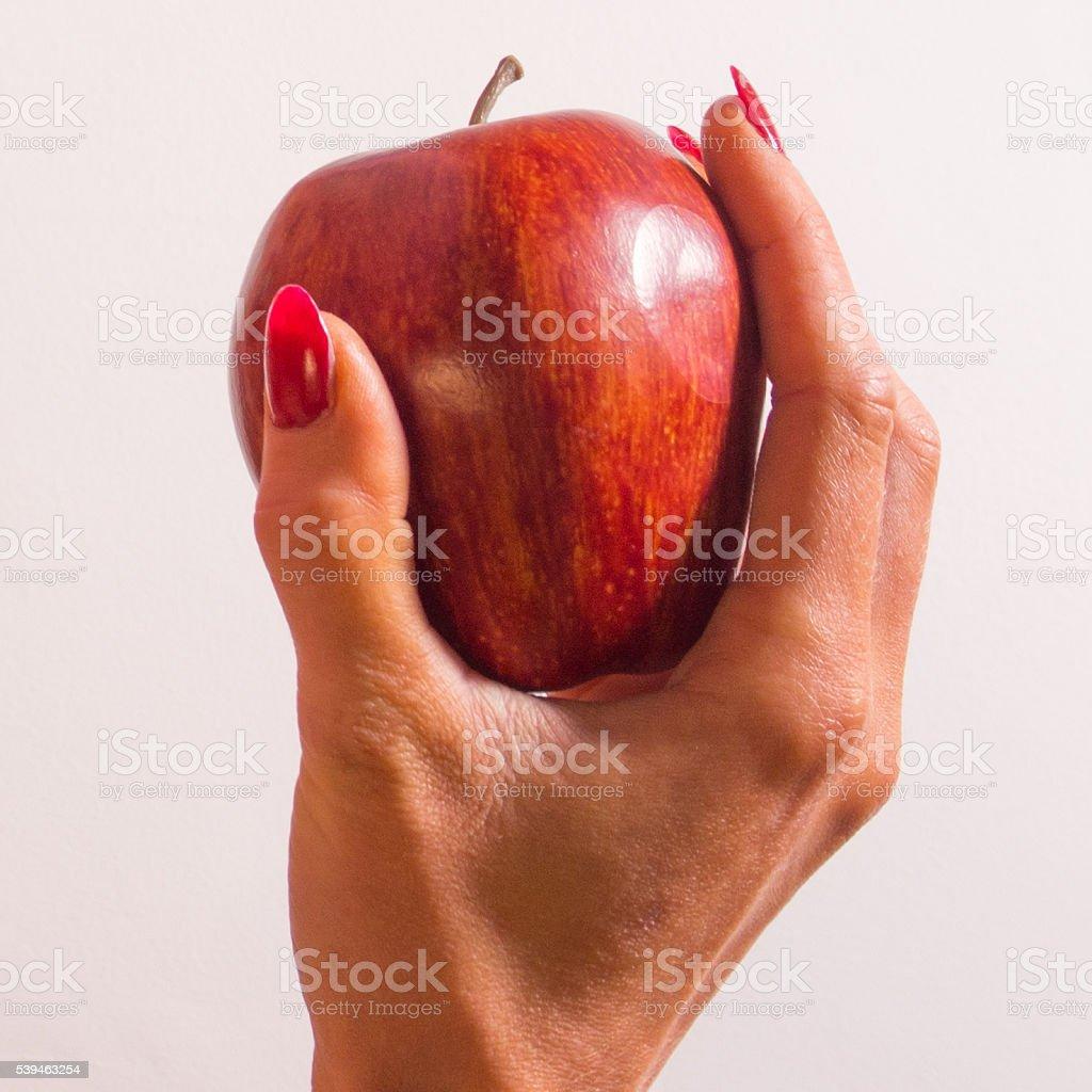pomme dans les mains de la femme Blanche-Neige - Photo