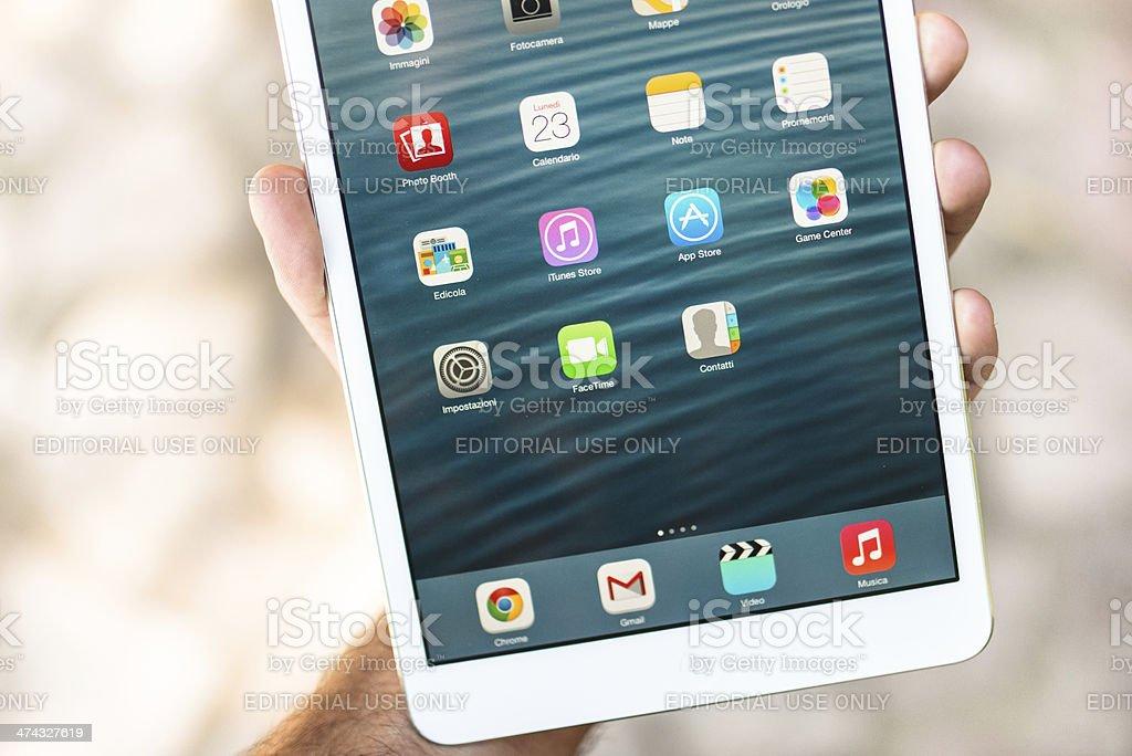 Apple Ipad Mini Wih New Ios 7 Os Stock Photo - Download