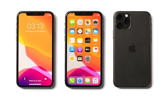 Apple Iphone 11 Pro Beyaz Arka Planda Izole Stok Fotoğraflar & 11 Sayısı'nin Daha Fazla Resimleri