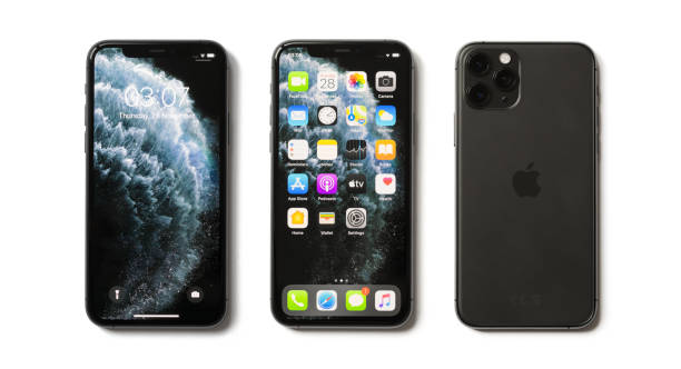 apple iphone 11 pro mobile phones showing locked screen, home screen with icons and back side - iphone zdjęcia i obrazy z banku zdjęć