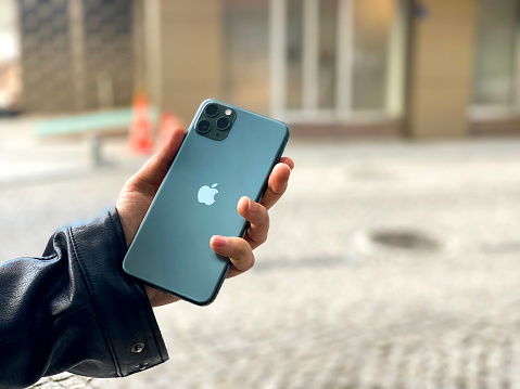 istock Apple iPhone 11pro Green 1200391131