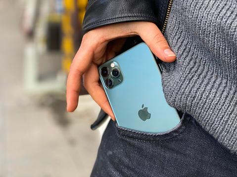 istock Apple iPhone 11pro Green 1200391132
