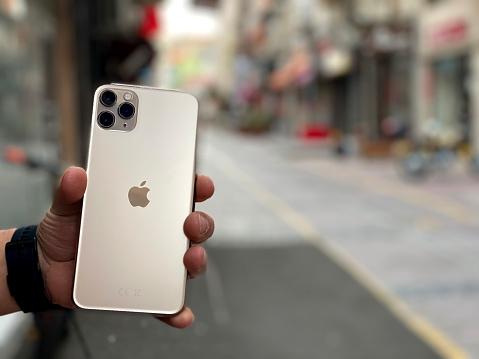 istock Apple iPhone 11pro Max Gold 1225882289