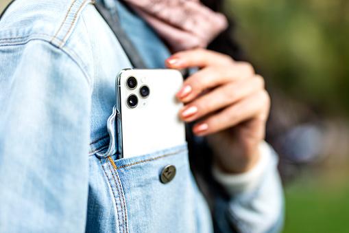 istock Apple iPhone 11pro Silver White 1183821130