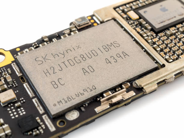 apple iphone 6 nand flash ic chip - defection stock photos and pictures